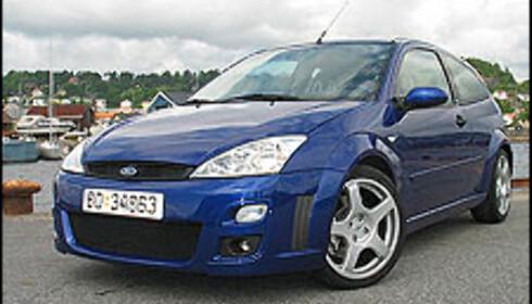 TRE DØRER: Stadig flere har oppdaget at tre dører er relativt upraktisk. Her en Ford Focus RS.