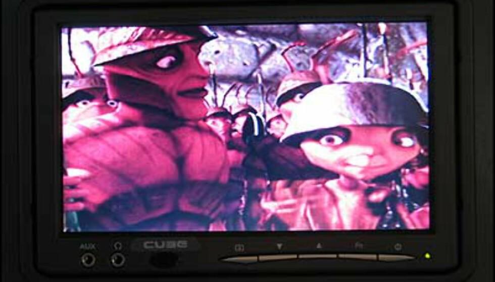 Animasjonsfilmen Antz på widescreen-monitoren.