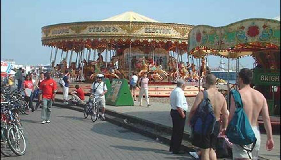Underholdning både for voksne og barn i Brighton. Foto: Stine Okkelmo