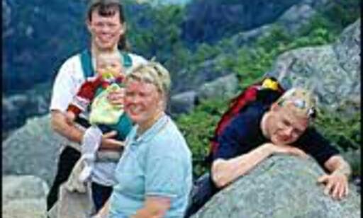 Familieturer må planlegges med hensyn på barna. Her en familie på vei opp til Preikestolen. Foto: Svein Erik Nomeland Foto: Svein Erik Nomeland