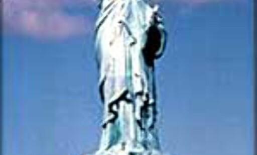Frihetsstatuen vokter en by der innbyggerne ikke skårer høyt på hjelpsomhetstestene i denne undersøkelsen. Foto: (c)NYCVB