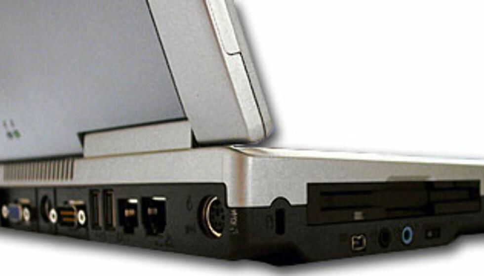 Godt med tilkoblingsmuligheter, og endelig USB2.0-støtte. Men antallet USB-porter er redusert med én fra forgjengeren, og det er oppsiktsvekkende.
