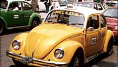 Kjør registrerte drosjer, og vær forsiktig med å praie på gata om du er alene.