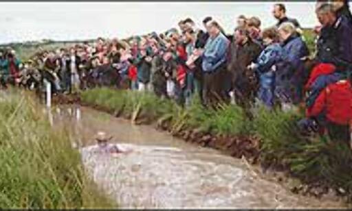 Gjørmesnorkling - skittent og kaldt. Bilde fra konkurransens nettsider.