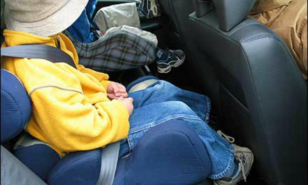 Ikke veldig god benplass til småbarn, og det blir gjerne mye sparking i seteryggen. Innhulingen i seteryggen hjelper uansett litt.