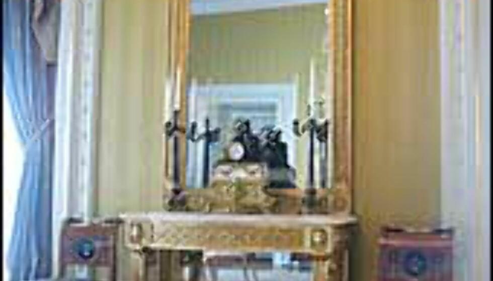 Gullforgylning og møbler du neppe finner i selv de mest møblerte hjem venter på slottet.