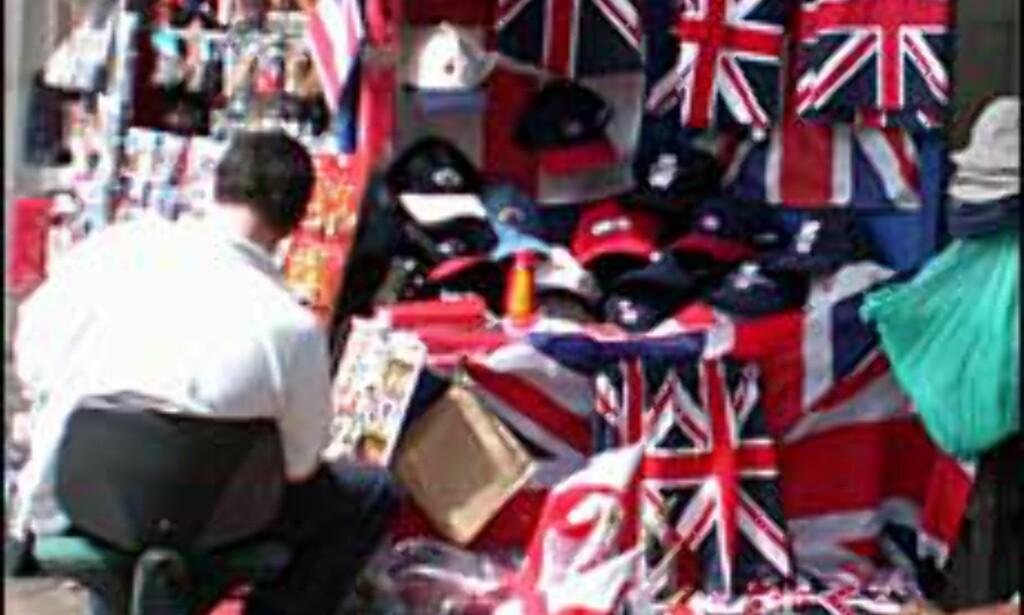 Hos suvenirselgerne i Londons gater får du det meste av kitschy suvenirer.