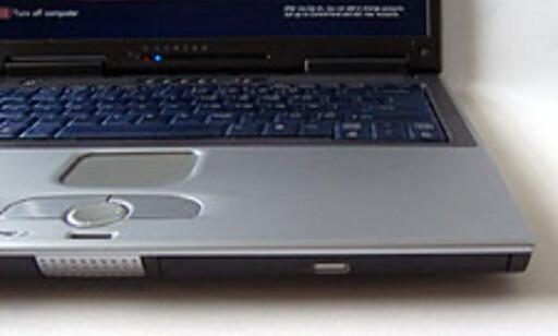 Den kombinerte DVD-spilleren/CD-brenneren sitter i fronten, til høyre.