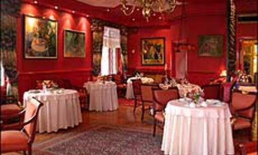 Romantisk i det røde rommet på Le Canard.