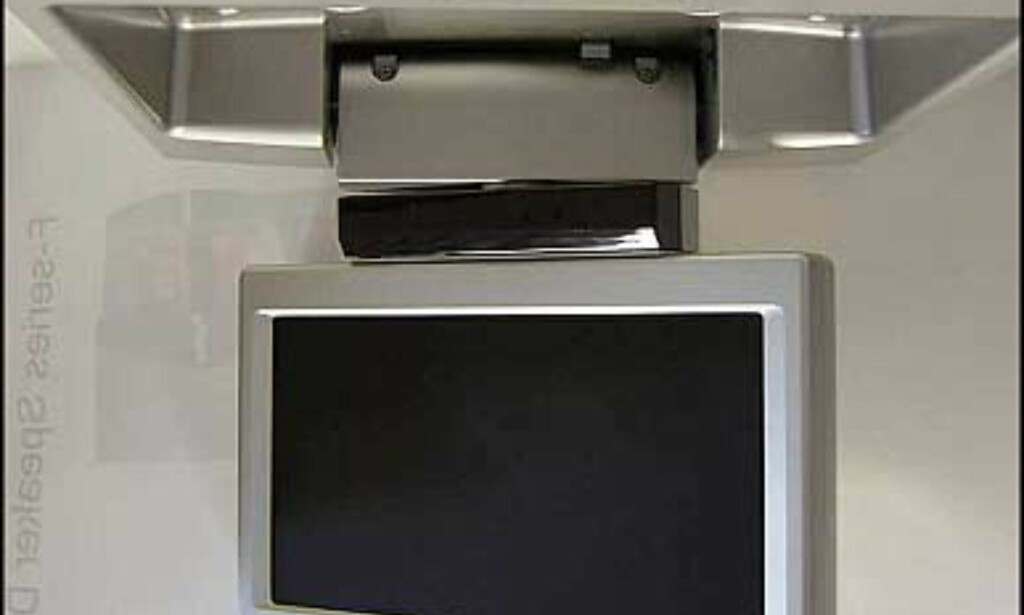 Manuell takmonitor. XVM-R70  Format 16 : 9, Integrert sensor for headset, 3 audio/video innganger, 7,5 volt strømutgang.  Veiledende 6.400 - og kommer i juli