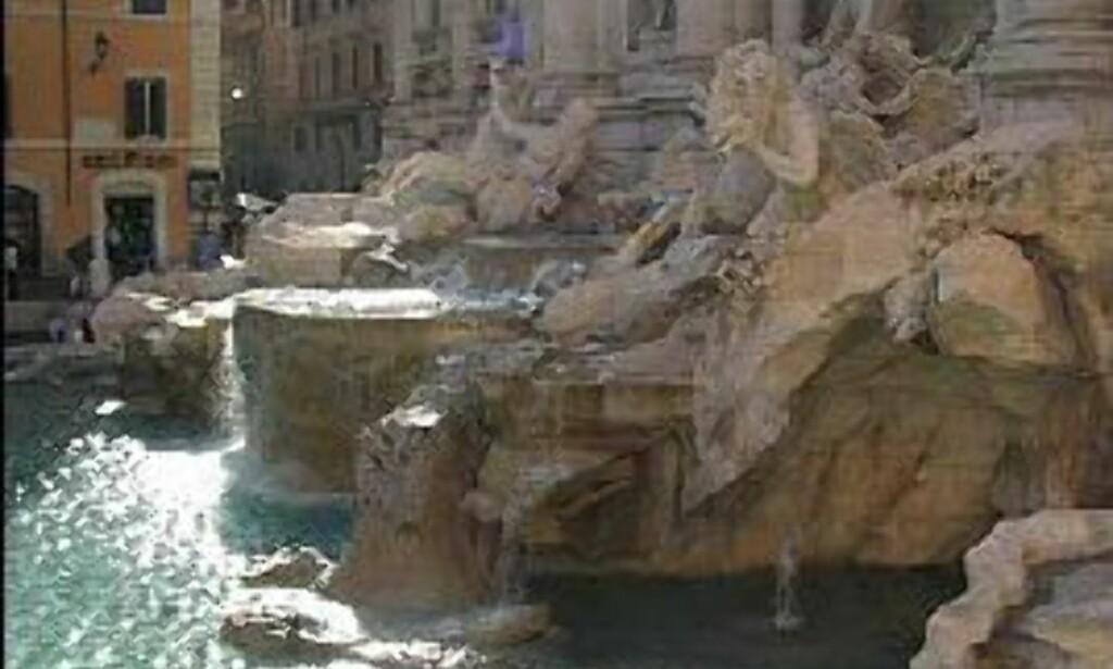 Trevifontenen er regnet som perlen blant Italias mange fontener. Kaster du en mynt i vannet, vil du en gang komme tilbake til Roma. Så sier i alle fall sagnet. Navnet har fontenen fått fra de tre gatene som går inn på den lille plassen der fontenen dominerer bybildet.