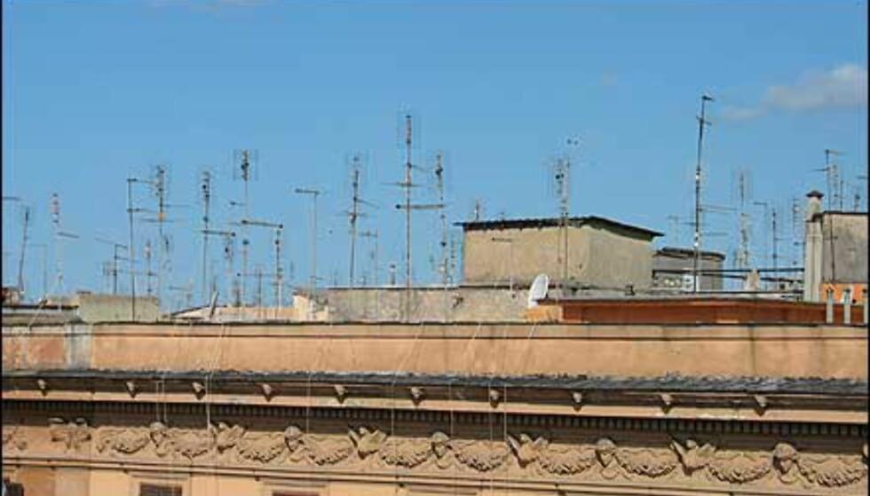 Ikke akkurat klassisk, men likevel typisk romerske - en skog av antenner på takene.