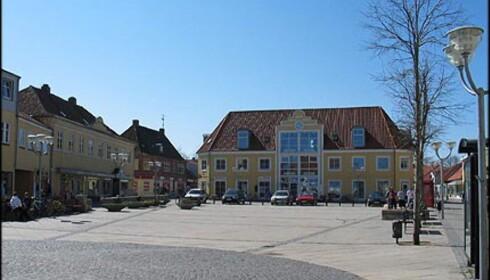 Torget i Sæby ligger mellom de to gågatene. Her kan du handle.