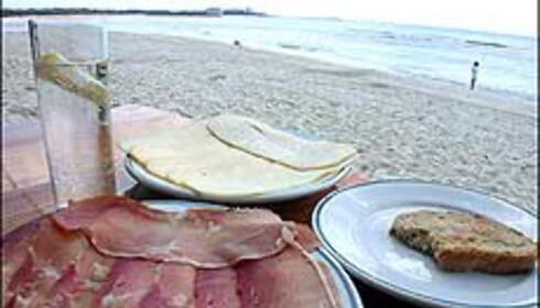 Spansk strand med spansk mat.