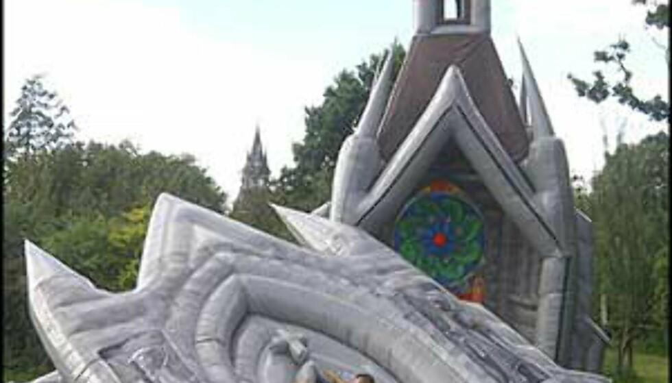 Bilde fra: Inflatablechurch.com