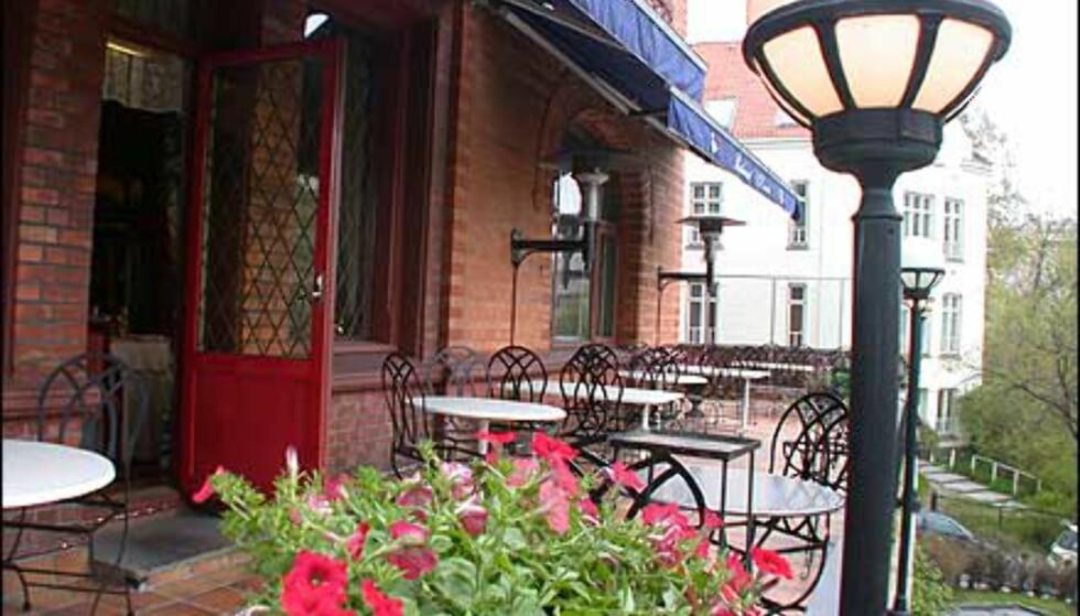 Balkongen er en hit sommerstid, og Le Canard er eneste stjernerestaurant i Oslo som har uteservering.