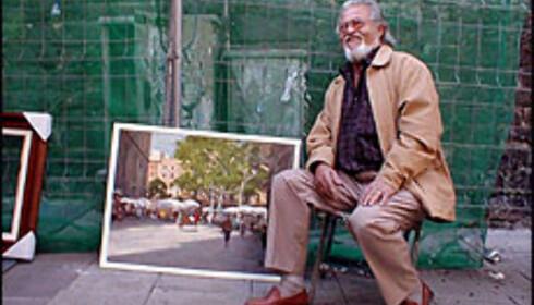 Jordi Serrat Mallarch selger malerier på Plaça de Sant Josep Oriol. Foto: Inga Ragnhild Holst Foto: Inga Ragnhild Holst
