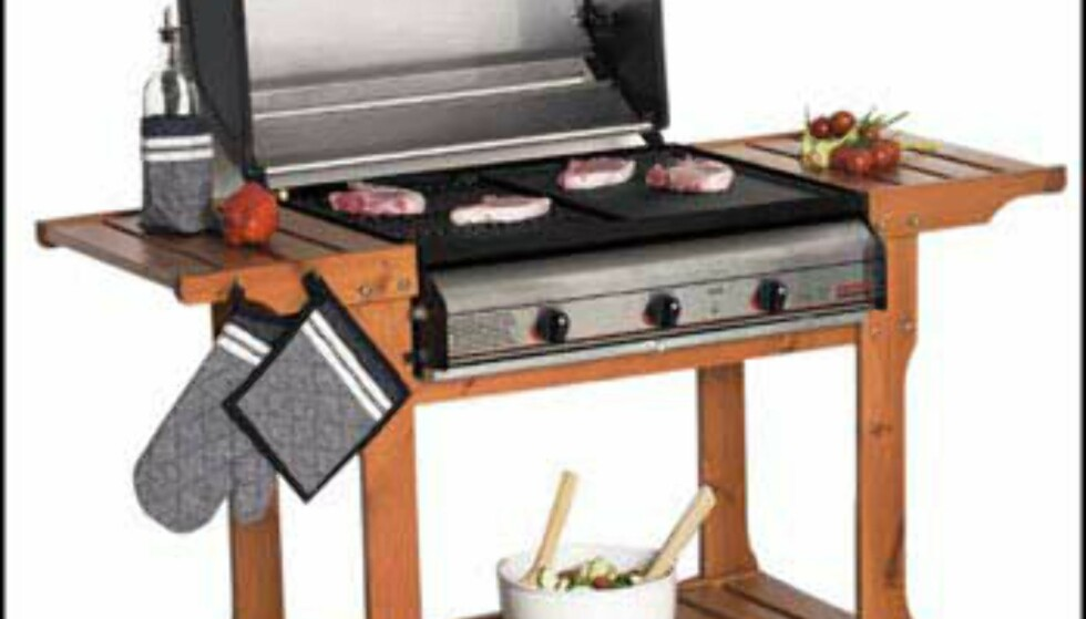 2.998 hos Bohus.   Gassgrill med 3 brennere i støpjern, grillmål 65x50 cm. Rustfritt lokk, varmerist, grillrist og stekeplate i støpejern, integrert piezotenner, fettoppsamling skuff, temperaturmåler. Trevogn i furu honninglasert inkl. slange og regulator.