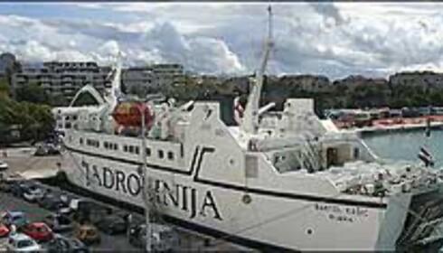 Med ferge tar du deg frem mellom øyer, byer og til og fra Italia. Foto: Arnt Ove og Roar A. Fordal Foto: Arnt Ove og Roar A. Fordal