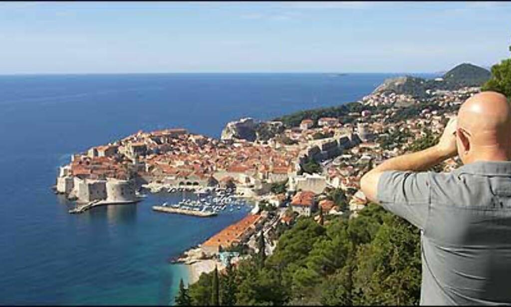 UT MOT HAVET: Opp gjennom århundrene har gamlebyen i Dubrovnik vært en ruvende festning, og et imponerende skue fra land og hav. Foto: Arnt Ove og Roar A. Fordal