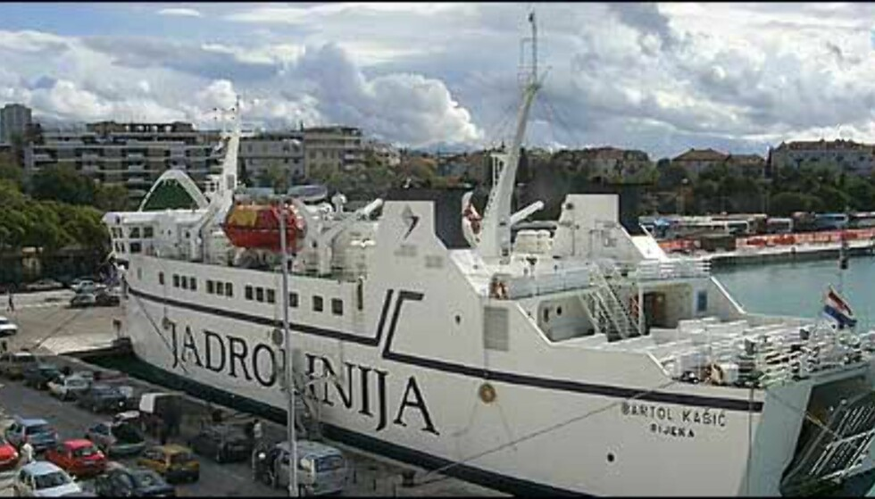 PÅ KRYSS OG TVERS: Fra Split kan ferge tas til mange av øyene i Adriaterhavet, og til Dubrovnik eller Ancona i Italia, og andre steder. Foto: Arnt Ove og Roar A. Fordal