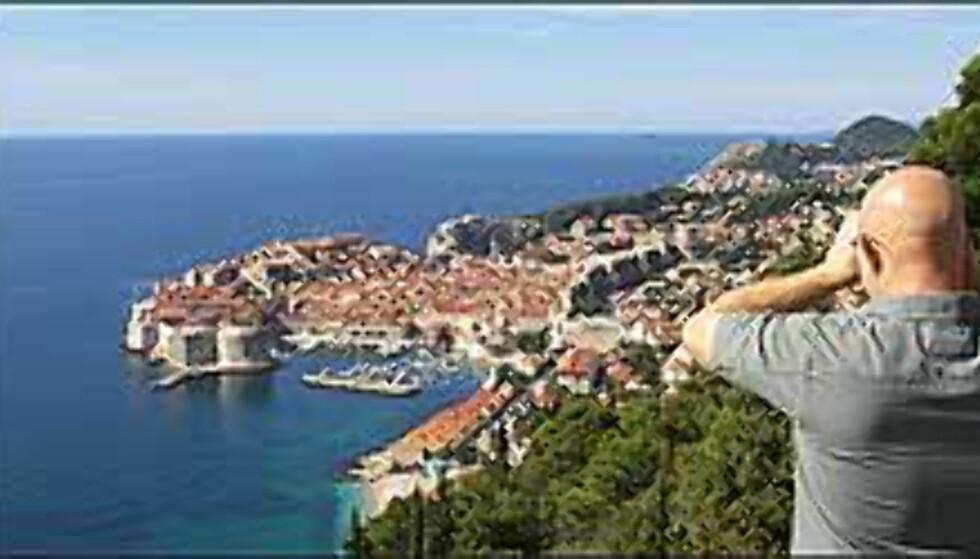 UT MOT HAVET: Opp gjennom århundrene har gamlebyen i Dubrovnik vært en ruvende festning, og et imponerende skue fra land og hav. Foto: Arnt Ove og Roar A. Fordal Foto: Arnt Ove og Roar A. Fordal