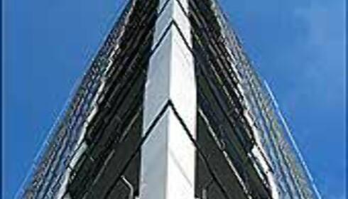 Mast i front, og balkonger nesten hele veien opp i toppen.