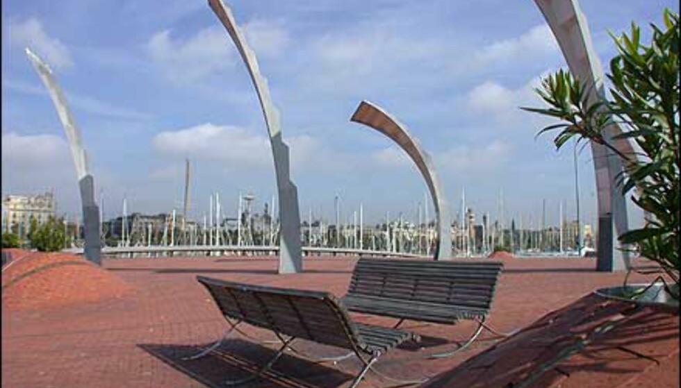 Himmelstrebende dekorasjoner fra havneområdet.