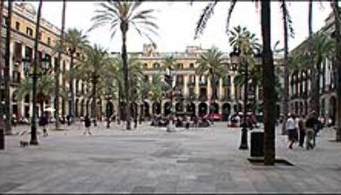 Placa Reial i Gamlebyen. Her er det lyktestolper av Gaudí, og flust med restauranter.