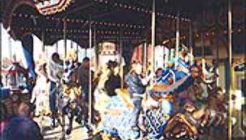 Karusell av den gammeldagse sorten. Foto: Stine Okkelmo