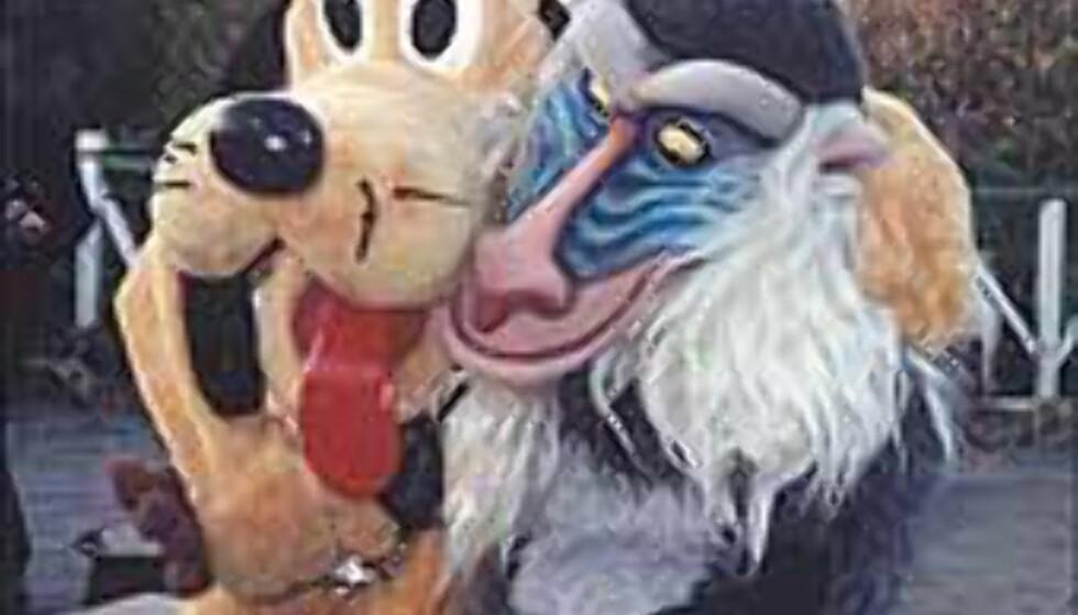 Barn vil gjerne møte disneyfigurene, og voksne tar gjerne bilder. Foto: Stine Okkelmo Foto: Stine Okkelmo