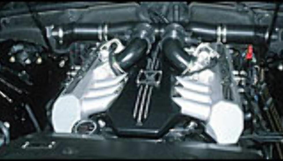 0 til 100 km/t går på 5,9 sekunder takket være en V12-motor på 6,75 liter og en effekt på 460 hestekrefter. Dreiemomentet er 720 newtonmeter.