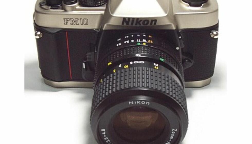 Nikon FM10.