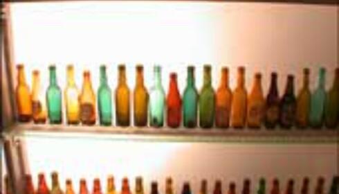 Guinness-flasker på rekke og rad.