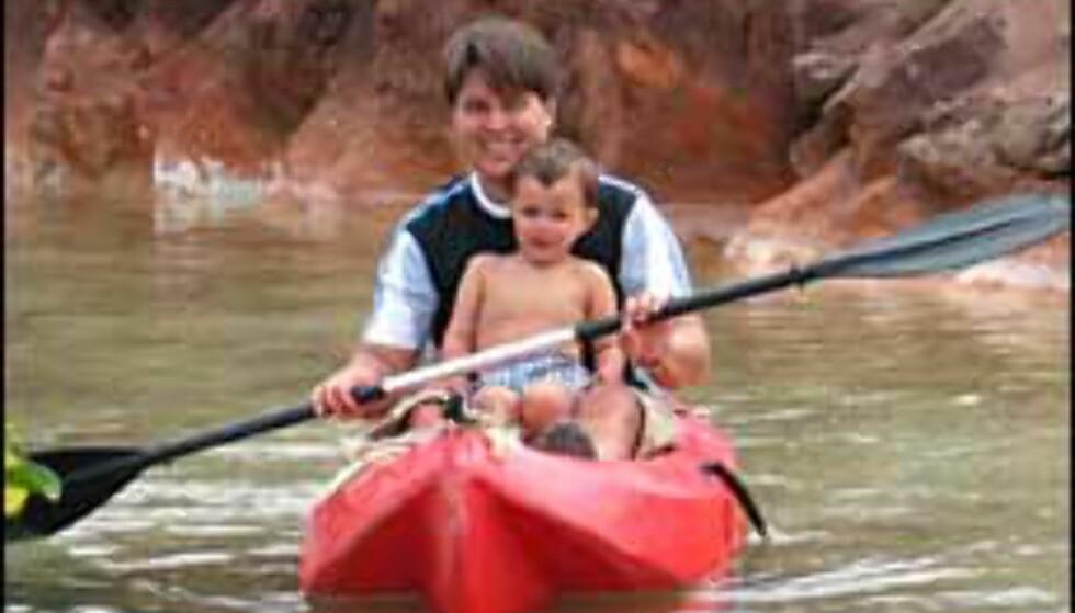 Bjørn Eirik Loftås og sønn på Texas Ranch på Lanzarote. Foto: BEL