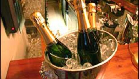 Champagne på is - klar for tørste gjester. Foto: Karoline