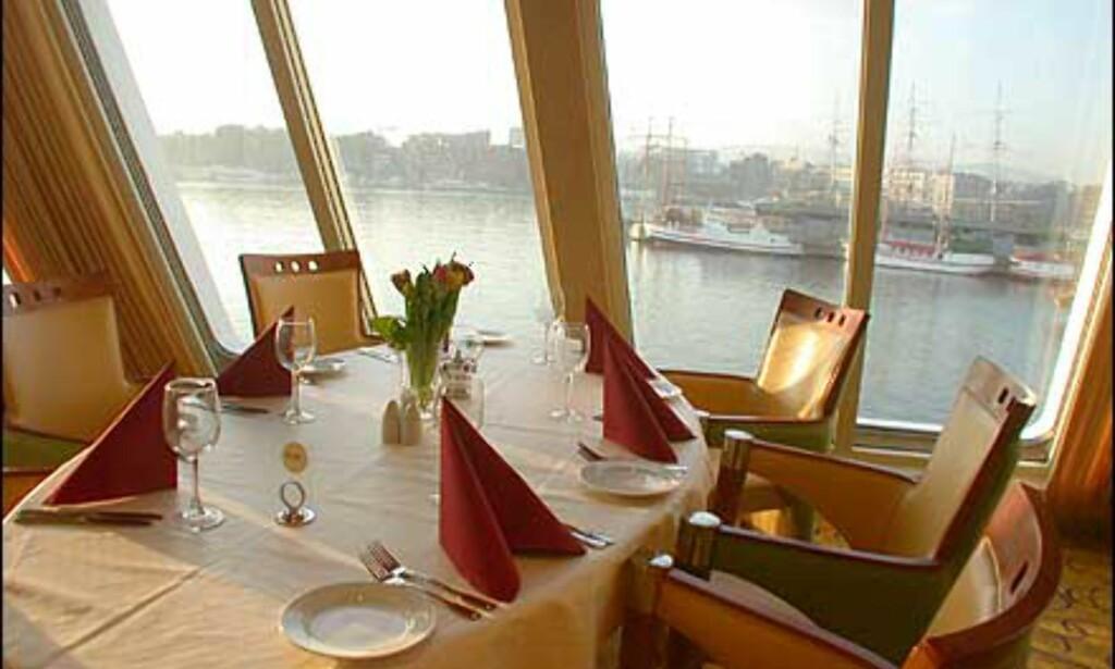 Mange av restaurantens bord har fantastisk utsikt.