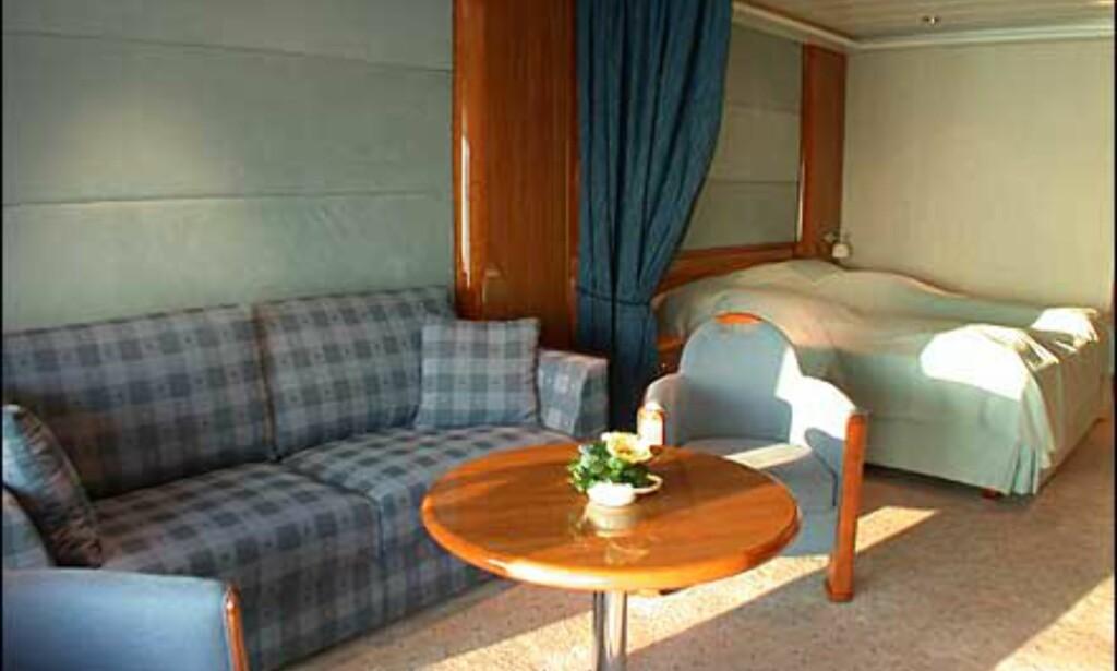 Suite med glasskarnapp som stikker ut av båtskroget. Godt med plass her.