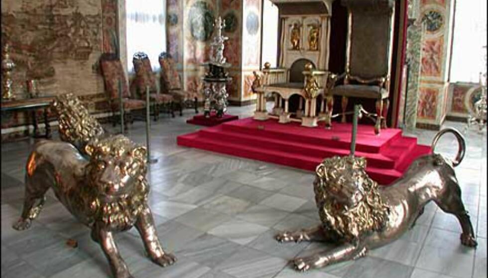 Løver i sølv inne i Rosenborg Slot.