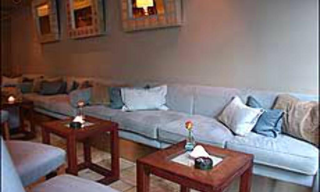 Sofaer i kjølige farger på Plata.