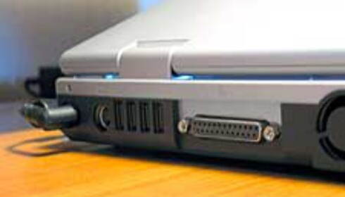 4 USB2.0-porter, TV-utgang og parallellport.