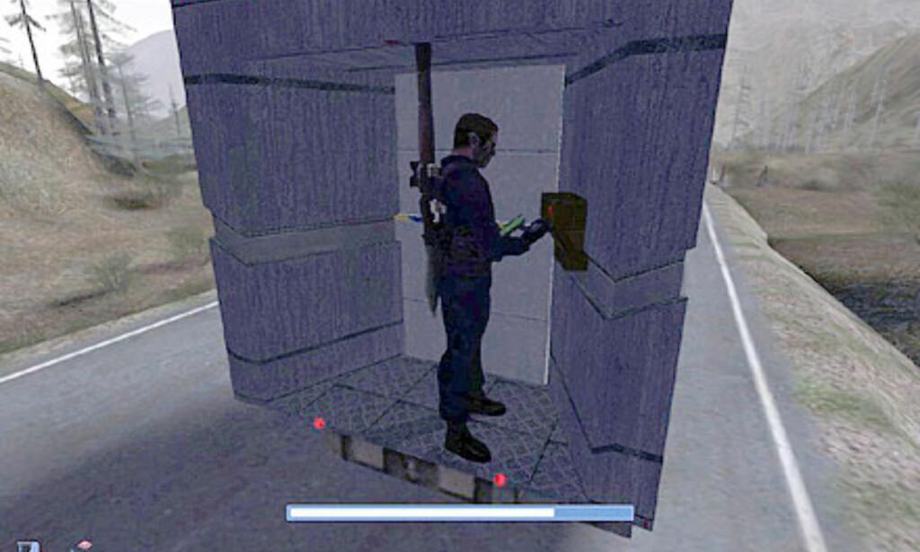 Kameraet bytter til tredjepersonsperspektiv når du dirker opp låser eller taster inn koder