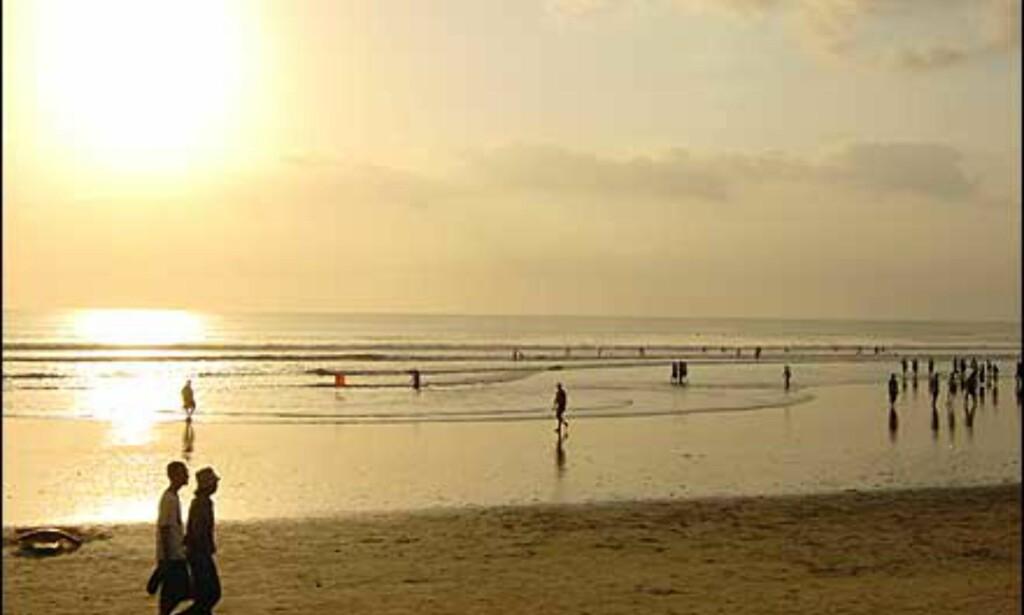 En strand på Bali, oktober 2002. Sinnsykt fint, mener fotograf Kjetil Myhrer. Foto: Kjetil Myhrer
