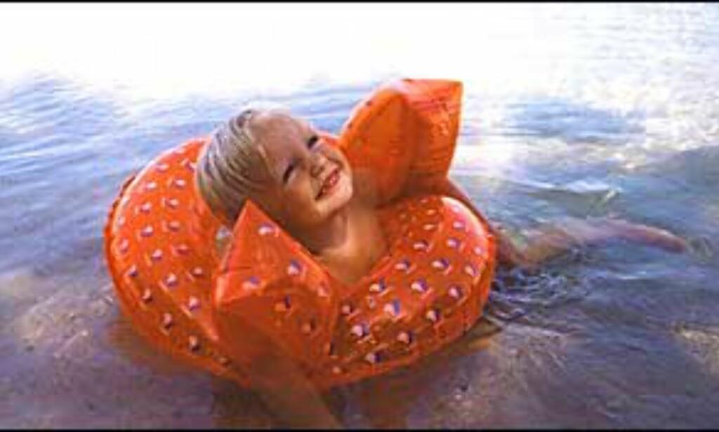 Far Stein-Herman Stordalen har fotografert datter Cornelia på greske Paros sommeren 2002. Foto: Stein-Herman Stordalen