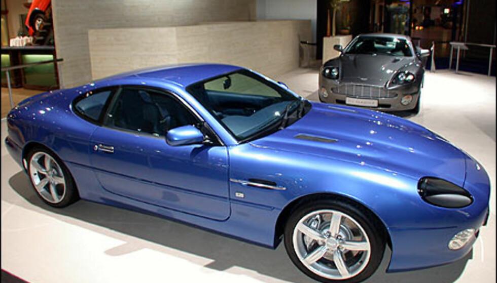 Aston Martin DB7 GT. Vanquish i bakgrunnen.