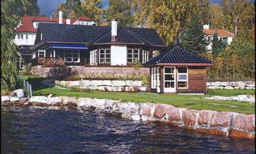 Strandlinje og nydelig hus på Nesøya for 18 millioner kroner (A Megler).