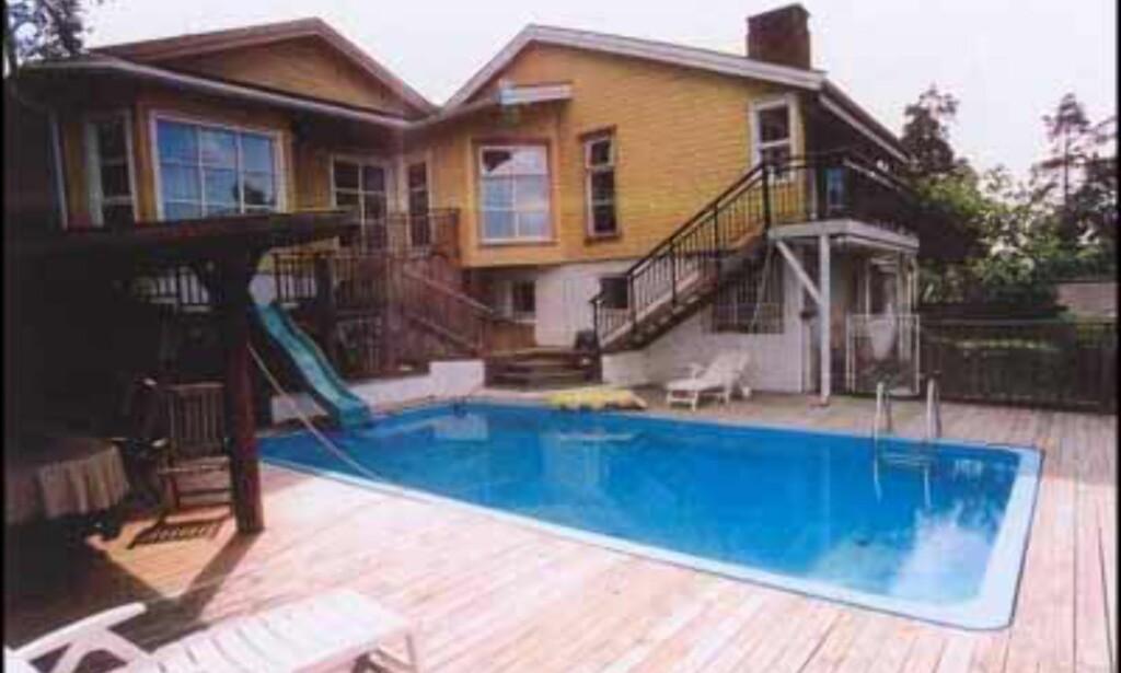 Enebolig på Nesøya med egen pool....12,5 millioner kroner (A Megler).