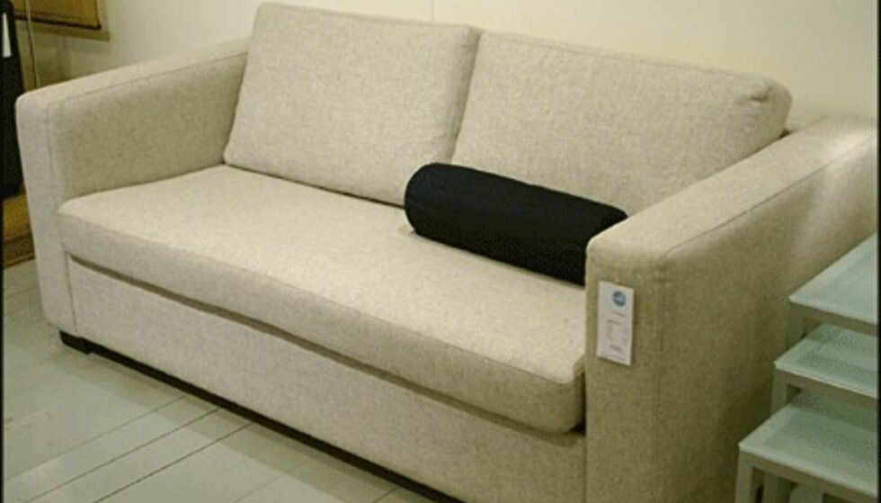 Nøktern og stram er sofaen Milano Gibbs. Prisen er 4.550 kroner hos Bolia.com.