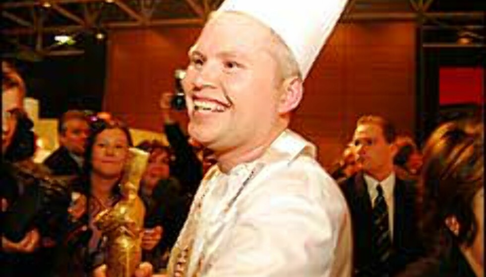 En strålende Charles Tjessem har fått sitt gullbevis som mesterkokk i Bocuse d'Or. Foto: Bocuse d'Or Foto: Bocuse d'Or