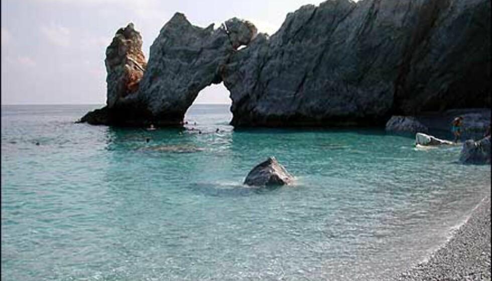 Trude Larsen har vært på Skiathos. Øya ligger nord for Aten, og er kjent for sine utallige strender med diverse underlag. Sand, grus, rullestein ... Foto: Trude Larsen